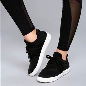 Steve Madden lancer sneakers black NIB